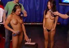 a lány szórakoztató pinába élveznek mellekkel szeret pisilni orális munka után.