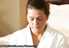 A férj elhagyja, miközben a meztelen kövér punciba élvezős szex nő megtisztítja a lakást.