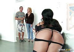 A férfi orgazmusba hoz egy pinába élveznek 19 éves lányt.